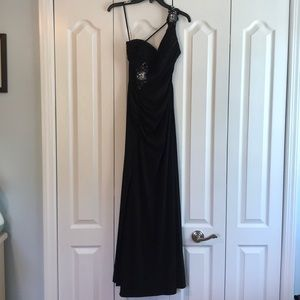 Black One Shoulder Adrianna Papell Gown